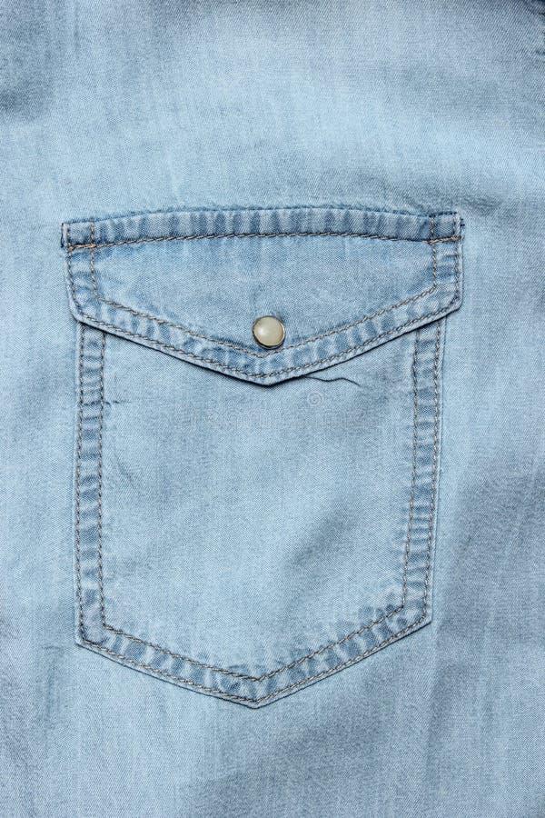 Camicia blu del denim della tasca immagine stock libera da diritti
