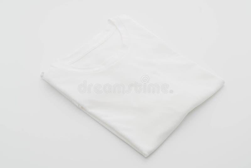 camicia maglietta piegata su bianco fotografia stock