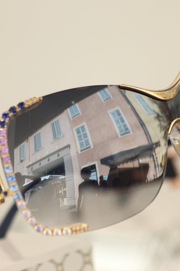 Camille Morenos - Reflet Dans La Rue Free Public Domain Cc0 Image
