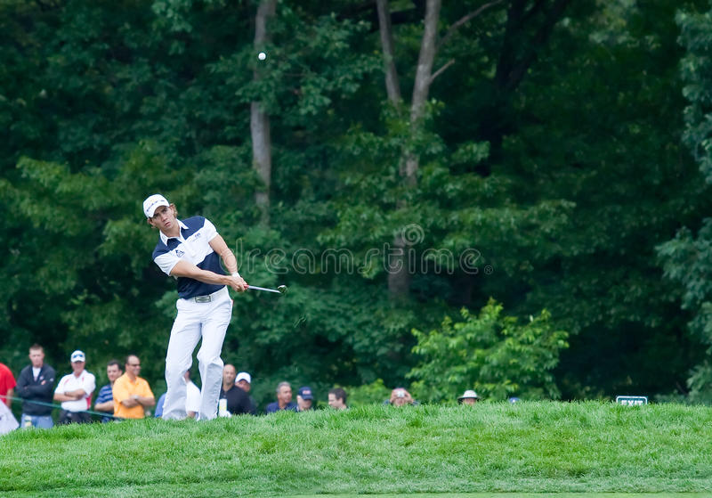 Camilo Villegas. FARMINGDALE, NY - JUNE 16: Columbian Camilo Villegas chips onto the 4th hole on Bethpage Black during the 2009 US Open on June 16, 2009 in stock photography