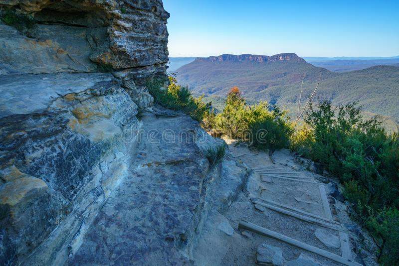 Caminando el paseo del acantilado del Henrio del príncipe, montañas azules parque nacional, Australia 9 foto de archivo libre de regalías