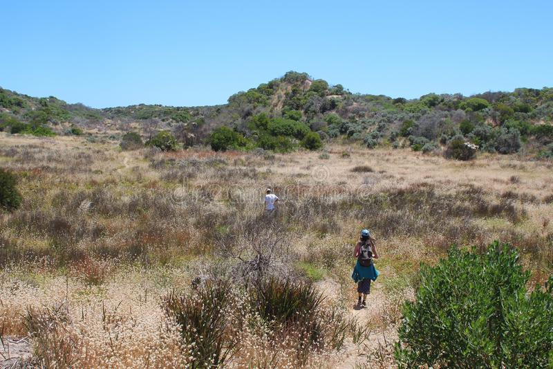 Caminando en el parque nacional de Coorong, sur de Australia fotografía de archivo libre de regalías