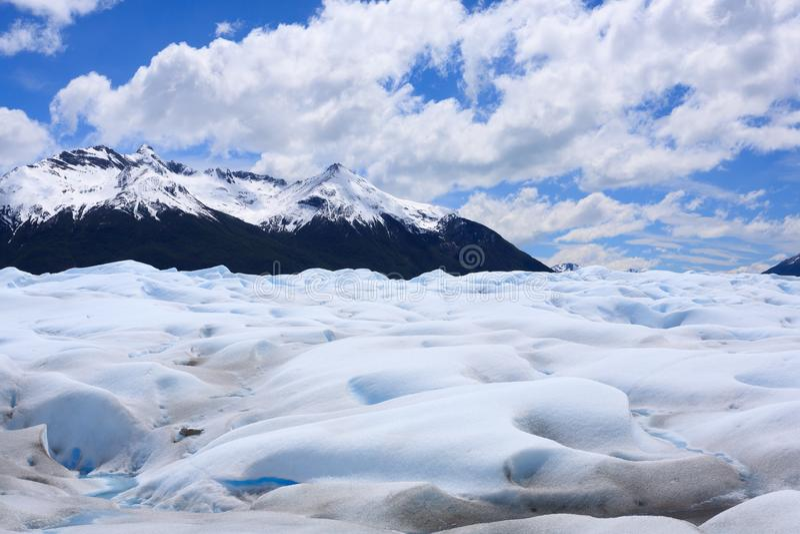 Caminando en Patagonia del glaciar de Perito Moreno, la Argentina foto de archivo