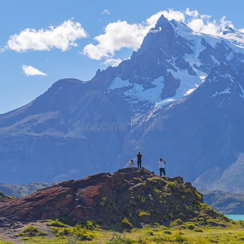 Caminando en Torres del Paine, Patagonia, Chile fotos de archivo libres de regalías