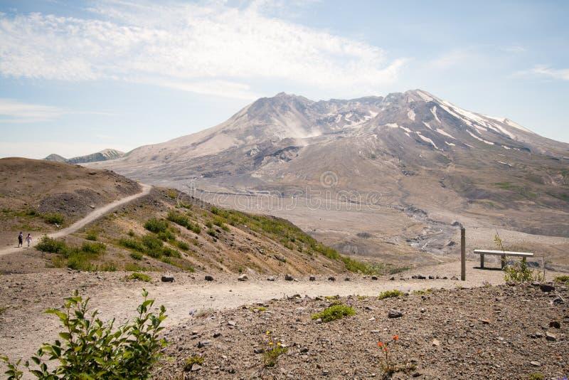 Caminantes en el Monte Saint Helens imagen de archivo