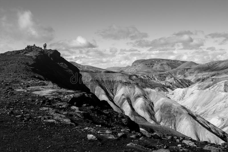 Caminantes en el rastro de Laugavegur, Landmannalaugar, Islandia imagen de archivo libre de regalías