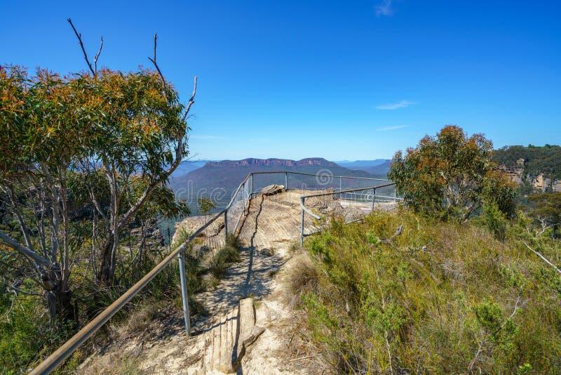 Caminar el paseo del acantilado del Henrio del príncipe, montañas azules, Australia 13 foto de archivo