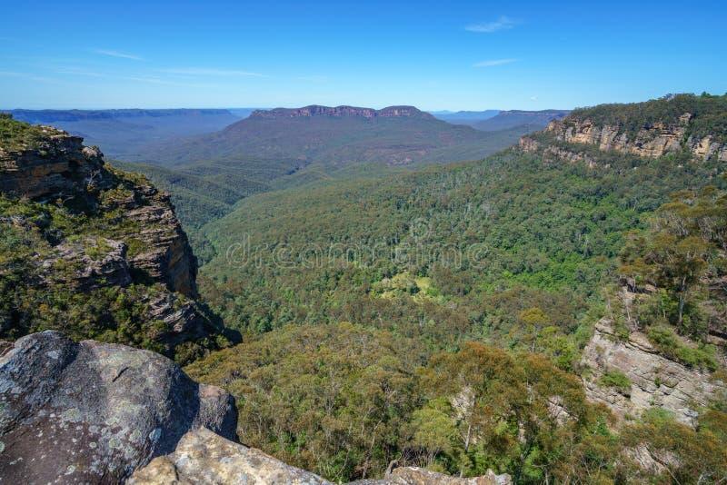 Caminar el paseo del acantilado del Henrio del príncipe, montañas azules, Australia 29 foto de archivo