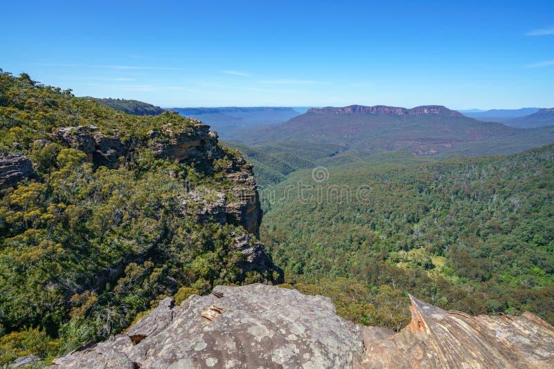 Caminar el paseo del acantilado del Henrio del príncipe, montañas azules, Australia 19 fotografía de archivo