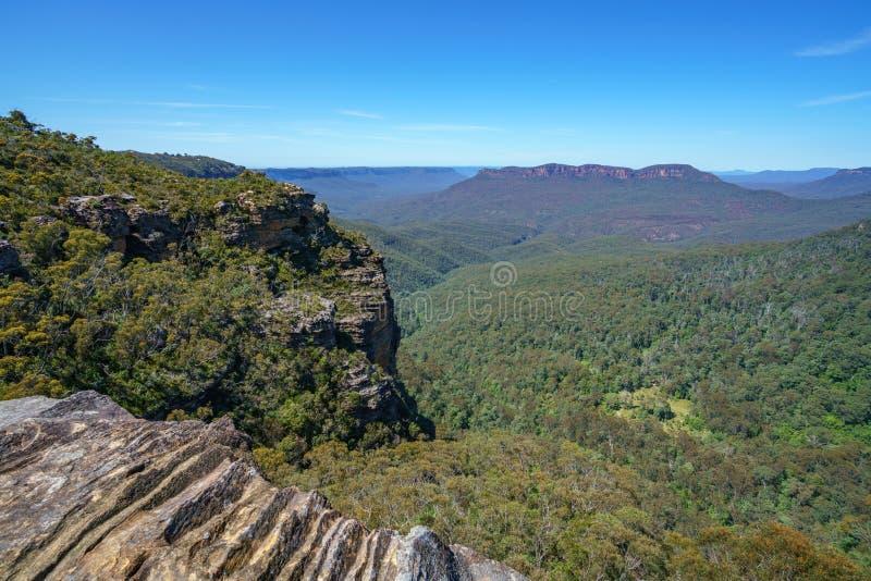Caminar el paseo del acantilado del Henrio del príncipe, montañas azules, Australia 26 foto de archivo