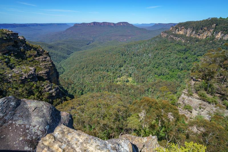 Caminar el paseo del acantilado del Henrio del príncipe, montañas azules, Australia 30 fotografía de archivo