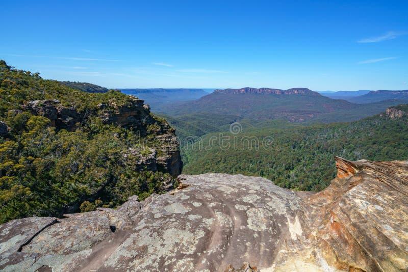 Caminar el paseo del acantilado del Henrio del príncipe, montañas azules, Australia 20 foto de archivo libre de regalías