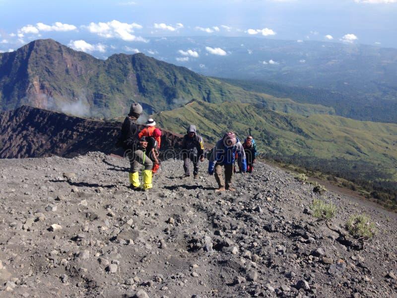 Caminar la montaña de Rinjani imágenes de archivo libres de regalías
