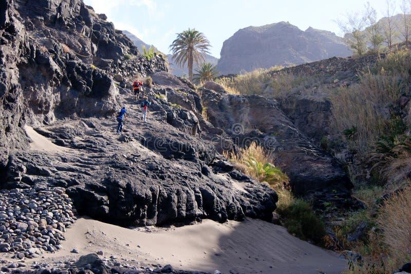 Caminar para arriba la playa del volcán imágenes de archivo libres de regalías