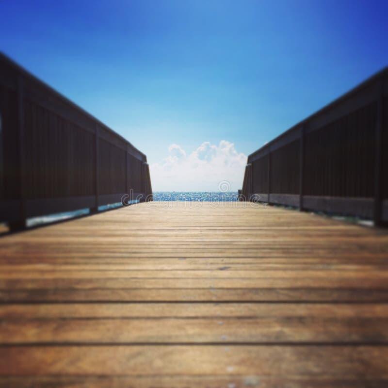 Caminata a la playa foto de archivo
