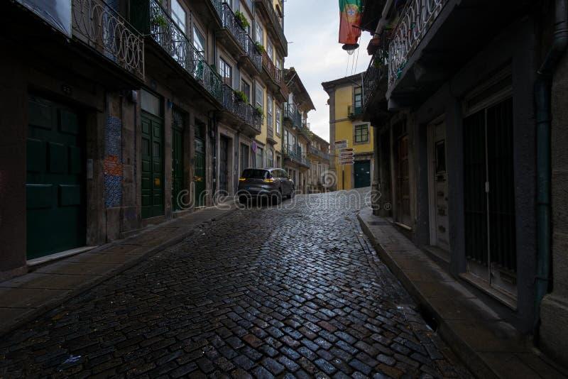 Caminatas en la antigua ciudad portuguesa de Oporto En las calles portuguesas Portugal imagen de archivo libre de regalías