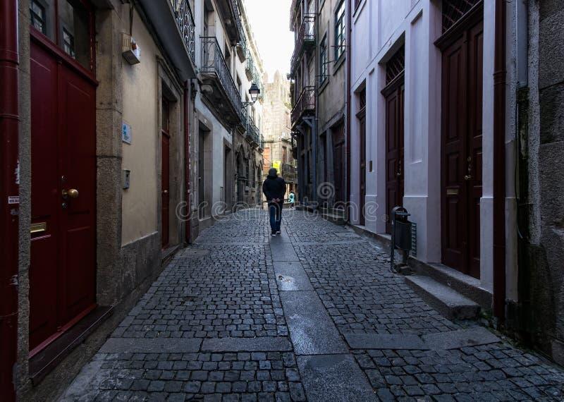 Caminatas en la antigua ciudad portuguesa de Oporto Portugal fotografía de archivo