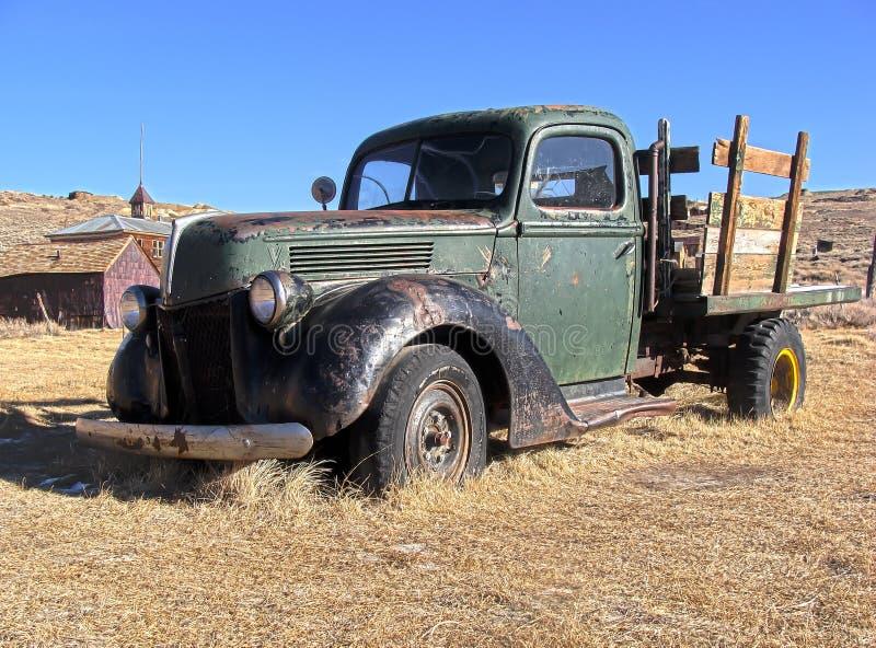 Caminhão abandonado em Bodie, CA fotografia de stock royalty free
