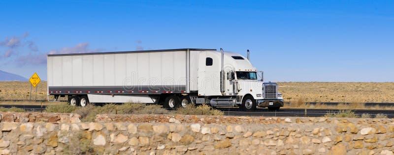 Caminhão branco fotografia de stock