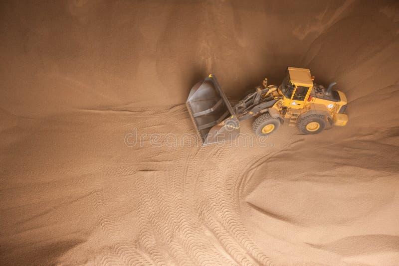 Download Caminhão Com Grânulo De Madeira Imagem de Stock - Imagem de comprimido, marrom: 29826549