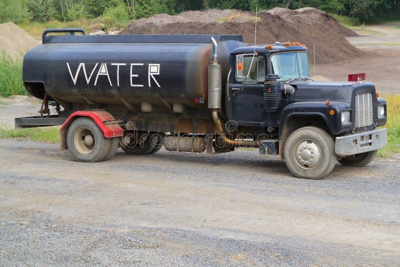 Caminhão da água imagens de stock royalty free