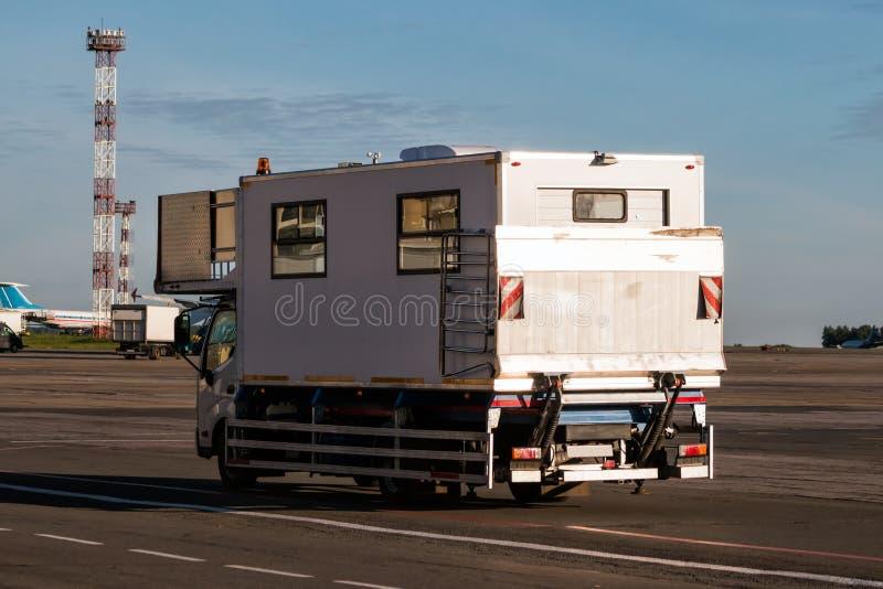 Caminhão de Ambolift para povos com inabilidades imagem de stock