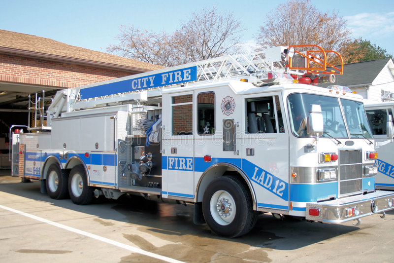 Caminhão de escada do incêndio imagens de stock royalty free