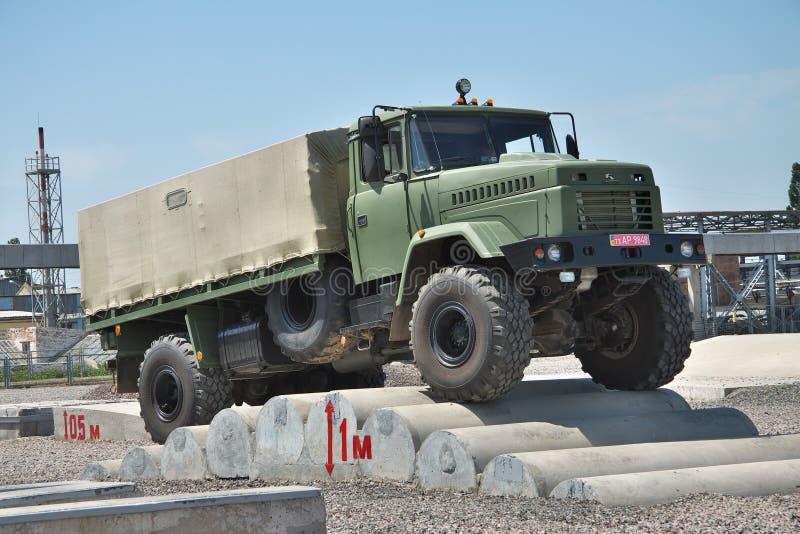 Caminhão de exército de KRAZ fotografia de stock