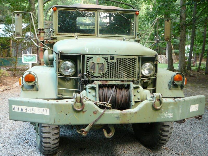 Caminhão de exército em excesso fotografia de stock