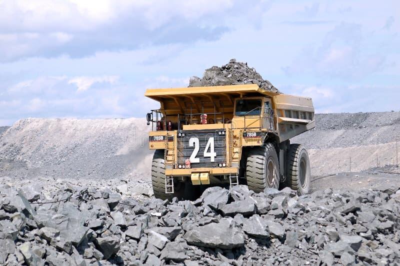 Caminhão de mineração grande foto de stock royalty free