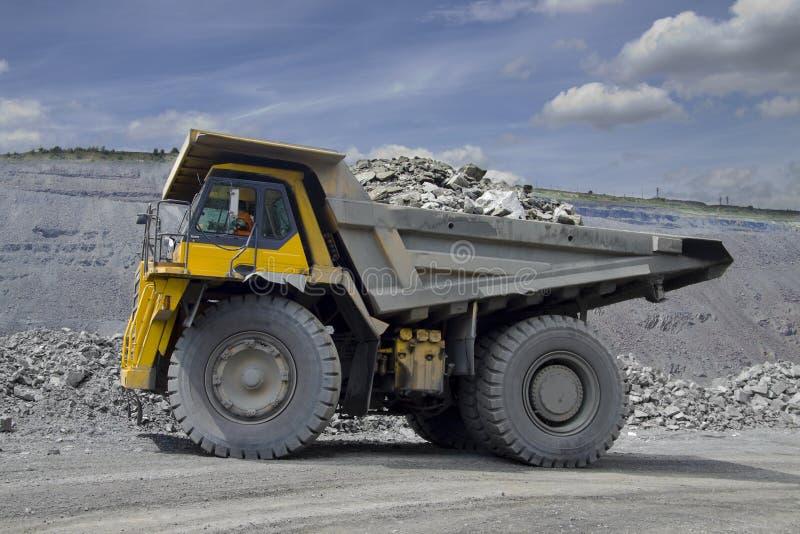 Caminhão de mineração pesado fotos de stock royalty free