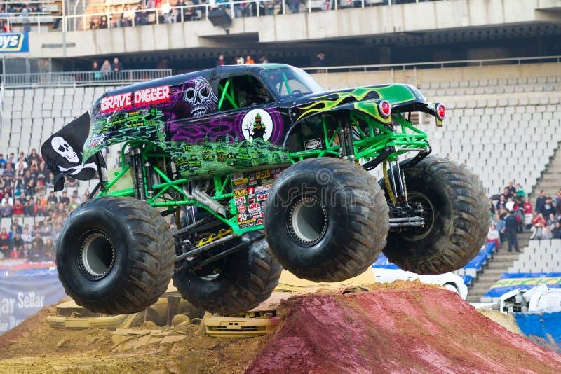 Caminhão de monstro grave do escavador fotografia de stock