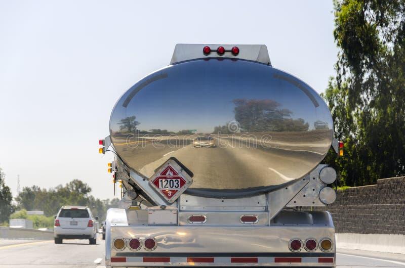 caminhão de petroleiro em Califórnia imagem de stock royalty free