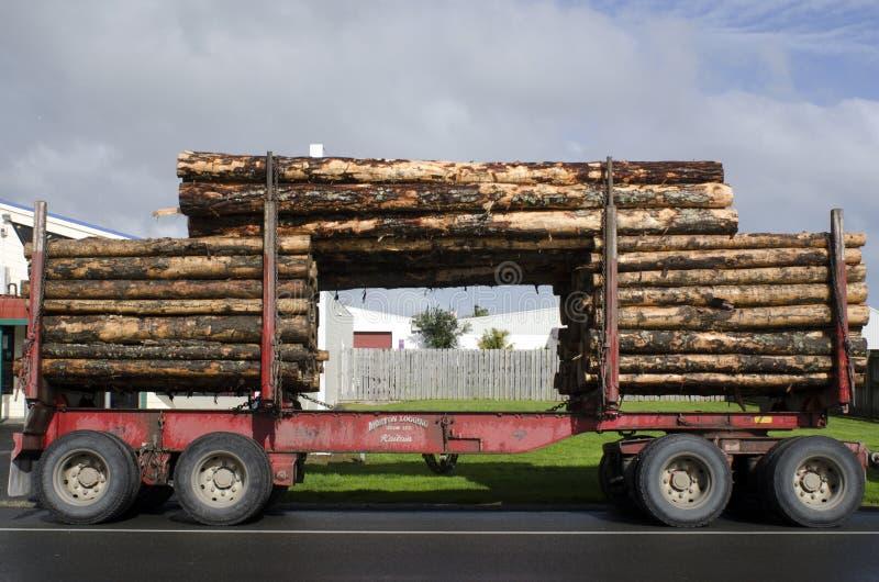 Caminhão de registro imagens de stock