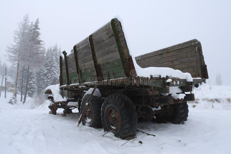 Caminhão destruído fotos de stock