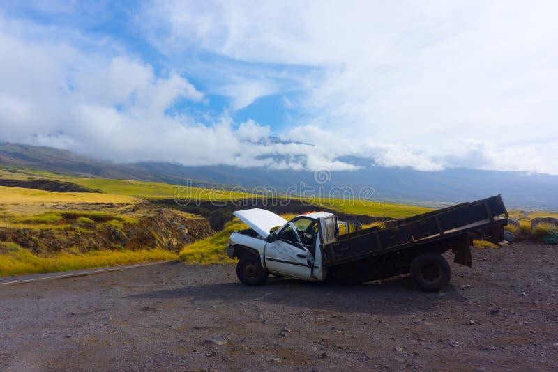 Caminhão destruído imagem de stock