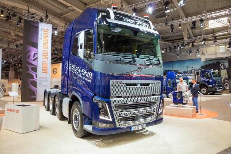 Caminhão do Eu-deslocamento de Volvo FH16 fotos de stock