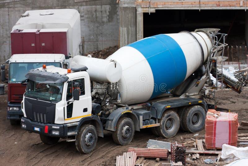 Caminhão do misturador de cimento fotos de stock royalty free