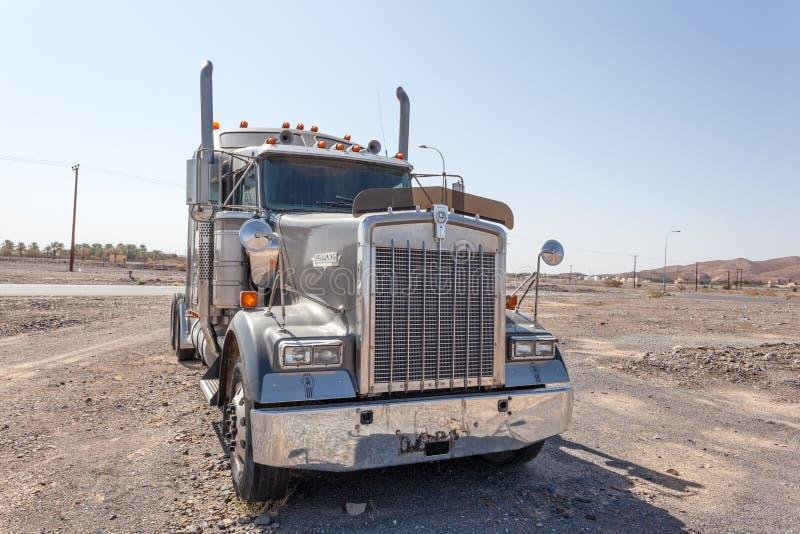 Download Caminhão Do Semitrailer De Kenworth Foto Editorial - Imagem de industrial, trator: 65576746