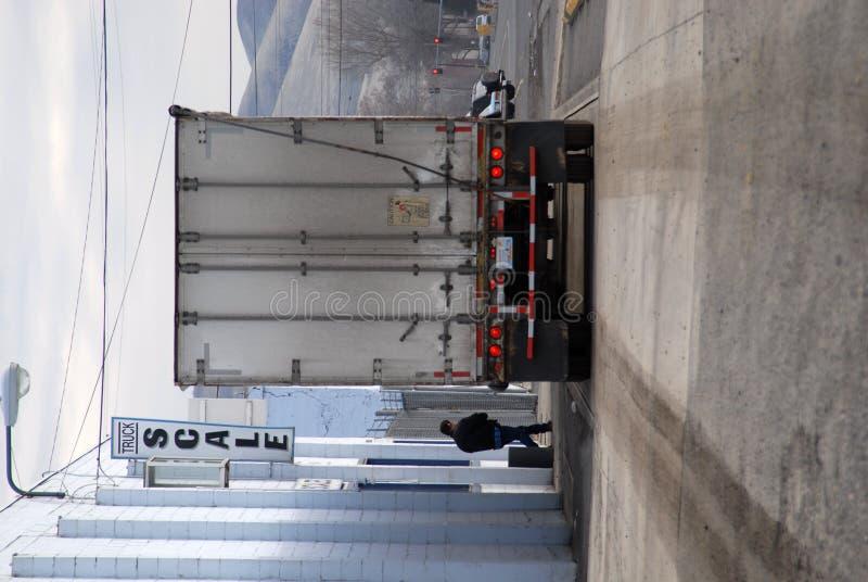 Caminhão em escalas fotos de stock