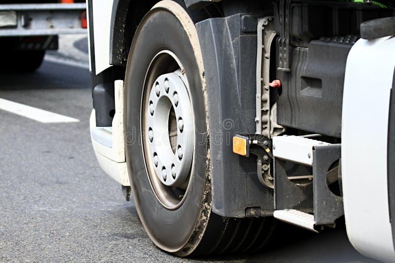 Caminhão em um engarrafamento imagens de stock