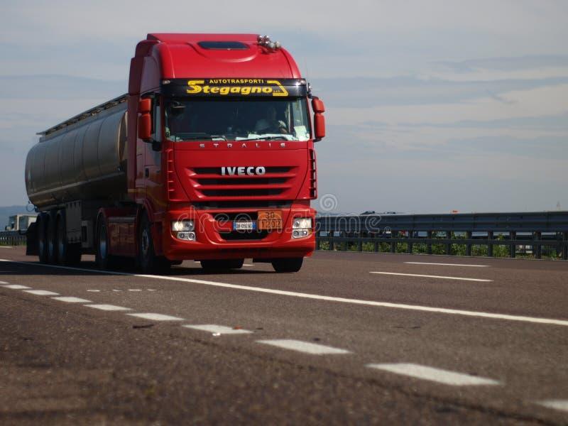 Caminhão italiano Iveco Stralis fotografia de stock royalty free