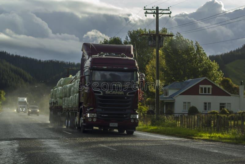 Caminhão na estrada em um dia chuvoso imagem de stock royalty free