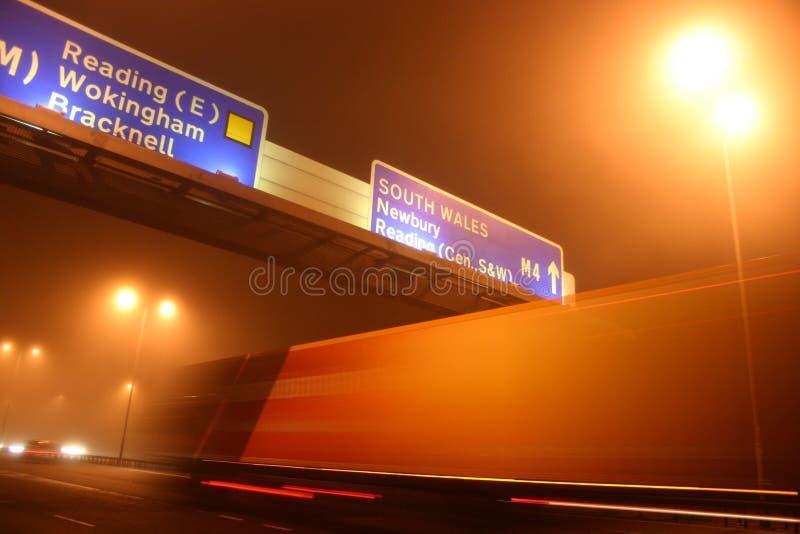Caminhão no movimento na noite imagens de stock