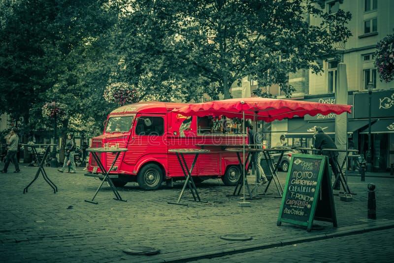 Caminhão retro vermelho do fast food fotos de stock royalty free