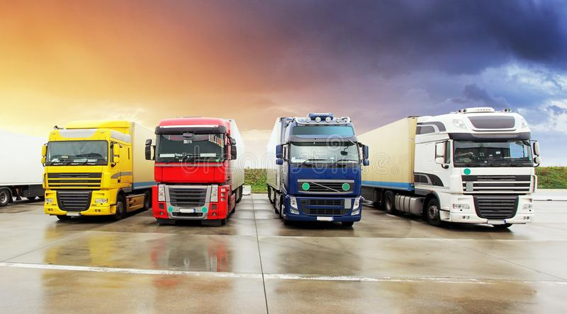Caminhão, transporte, transporte de carga do frete, enviando foto de stock