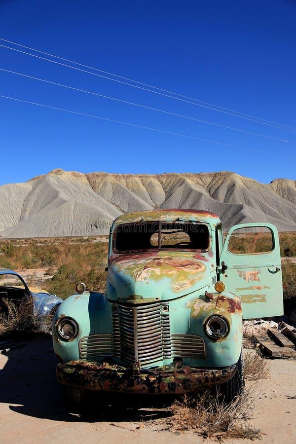 Caminhão velho antic abandonado foto de stock