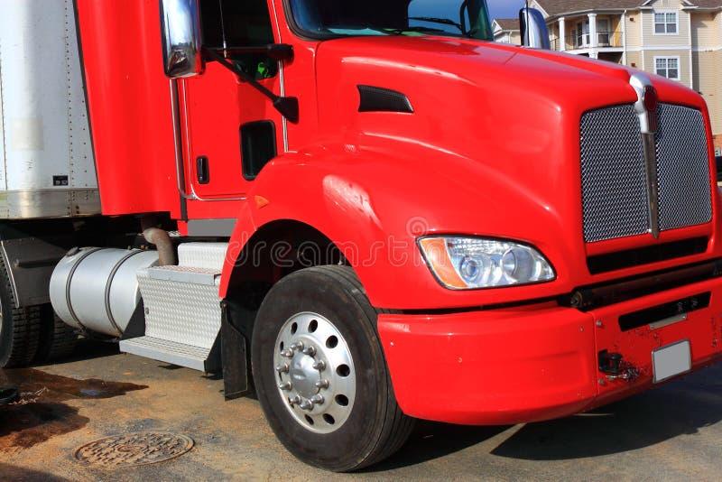 Caminhão vermelho da carga foto de stock