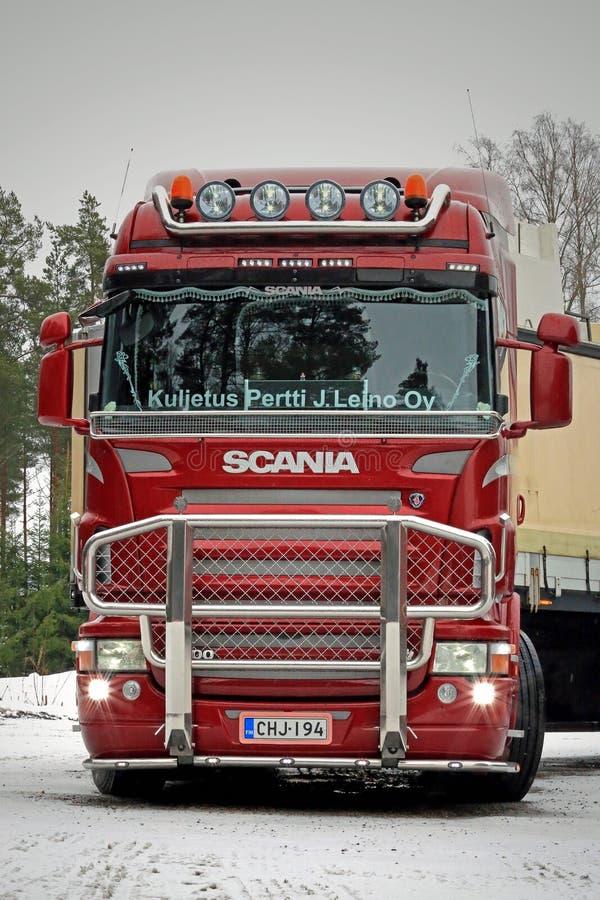 Caminhão vermelho de Scania R500 V8 pronto para ir foto de stock royalty free
