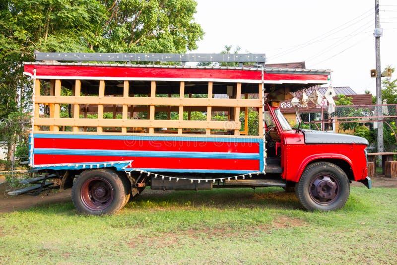 Caminhão vermelho do vintage fotografia de stock royalty free